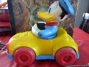 Rare-Vintage-Kohner-Pulling-Toy-Donald-Duck-with-Moving-Body-1973