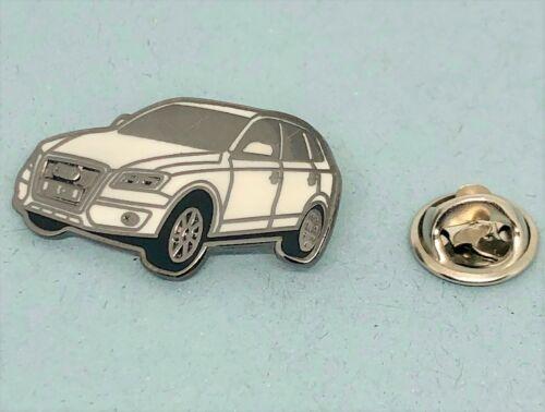 Audi Pin Q5 8R silbern weiss Maße 32x18mm