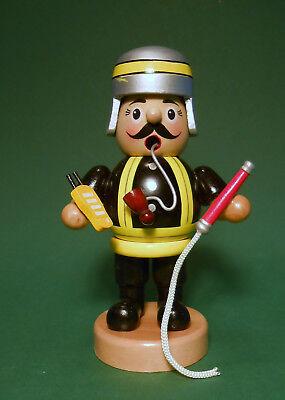 Räuchermann Feuerwehrmann mit Schlauch 15 cm groß farbig Räucherfigur NEU