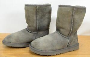 ca22a9295b9 Details about UGG AUSTRALIA Classic Short 5825 Womens Sz 6 Sheepskin Suede  Winter Warm Boots