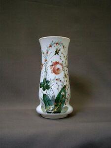 Superbe Vase Du Xixeme En Opaline, Il Est OrnÉ D'un Tres Beau DÉcor Floral Une Grande VariéTé De Marchandises