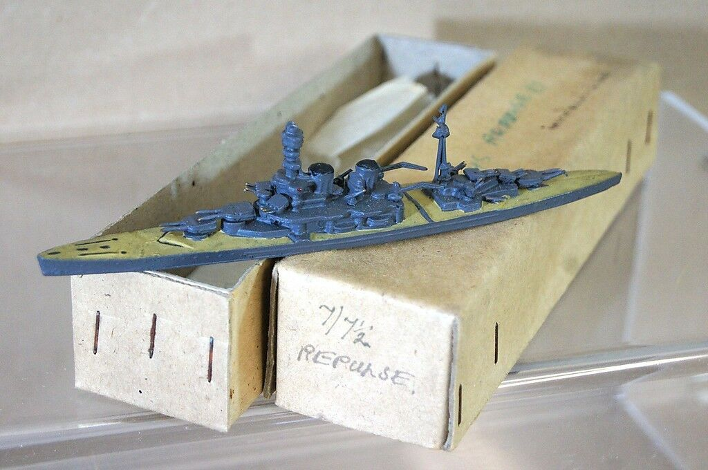 TREMO TM HMS REPULSE 1 1200 WWI WWWLD II BATTESCRUISER modeLL FkonstYG MIB RARE