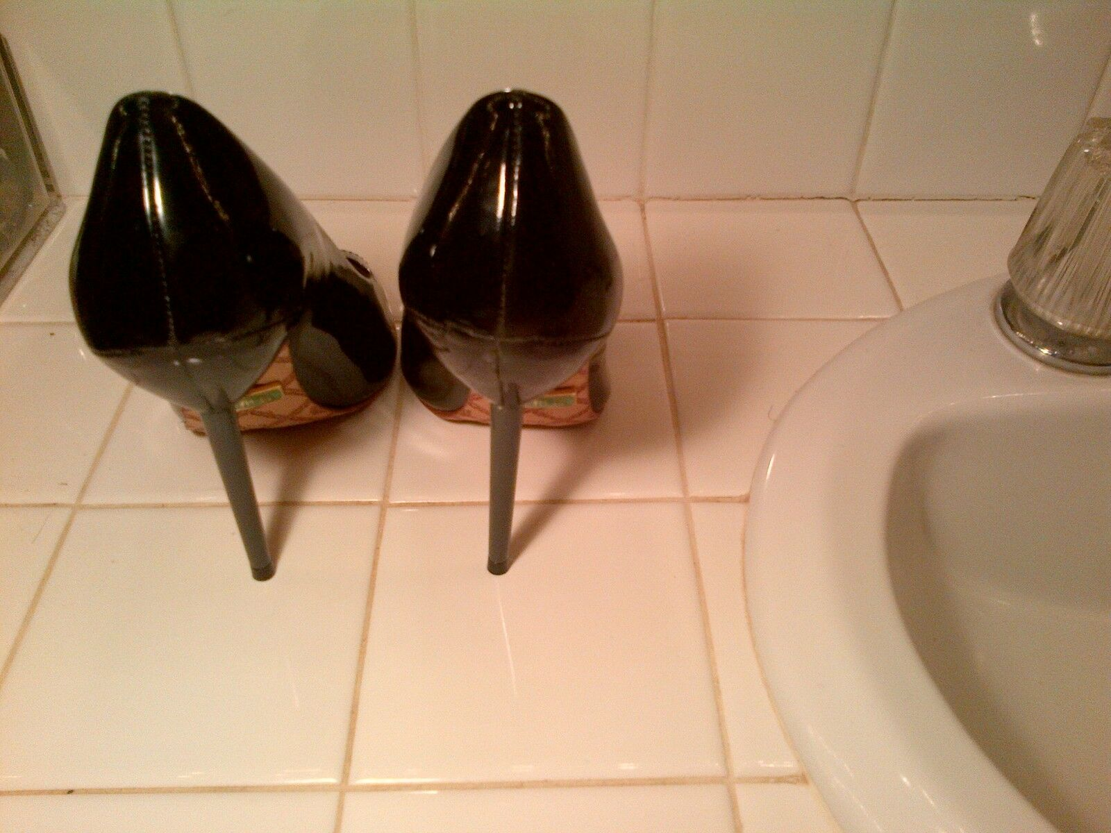 GENTLY WORN L.A.M.B. PEEP TOE BLACK PATENT LEATHER LEATHER PATENT PUMPS - SIZE 6 98ddbb