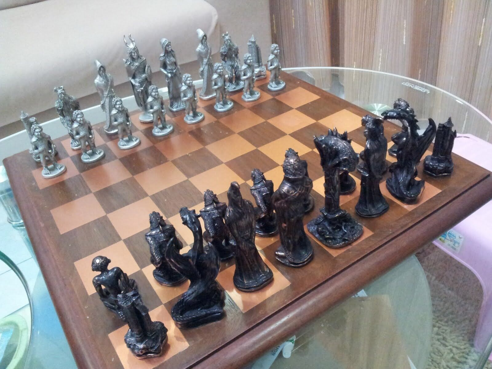 War of the Ring™ Chess Set, The Lord of the the the Rings 2a6e39
