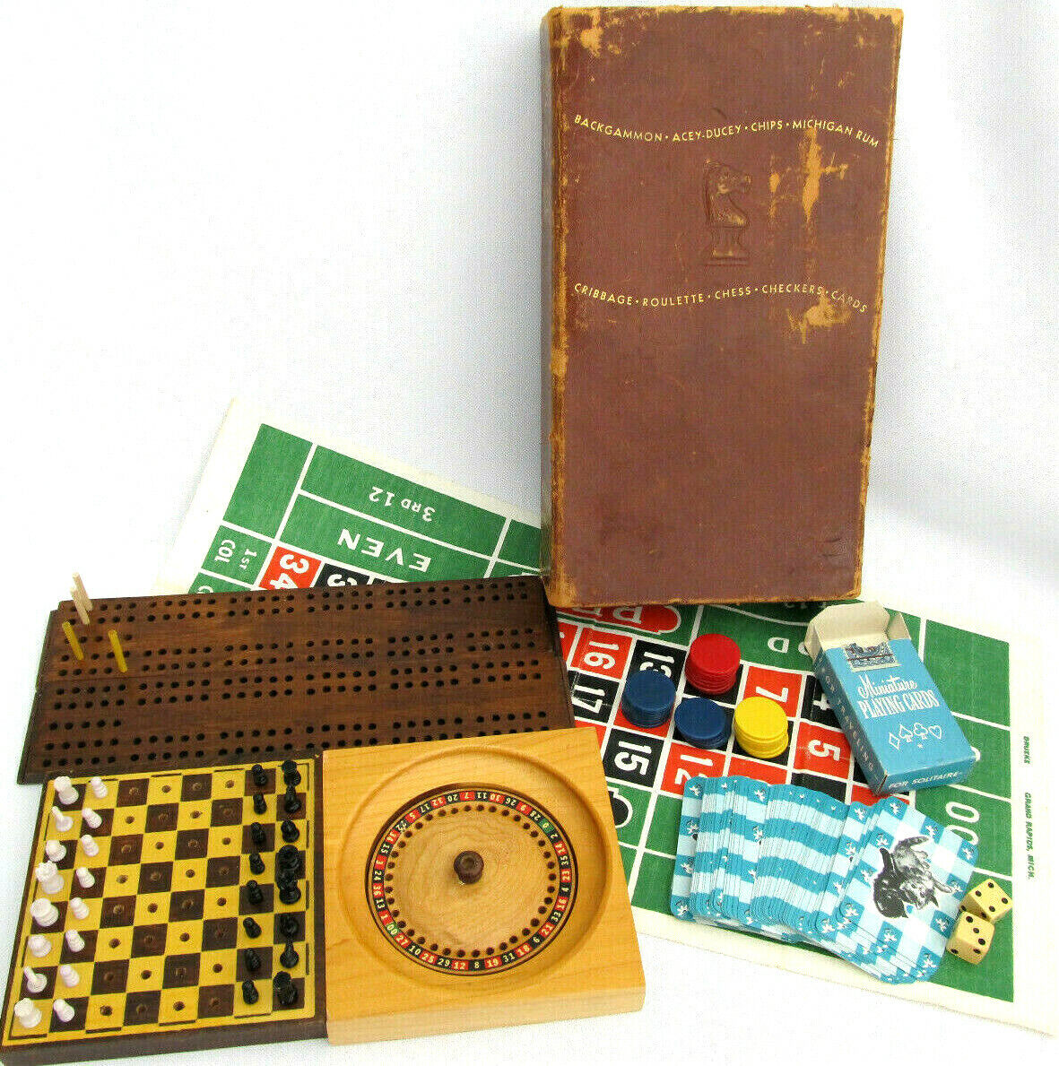 Vintage Drueke Play-a-Way Jeu Chess Cribbage roulette poker etc W Bibliothèque Box