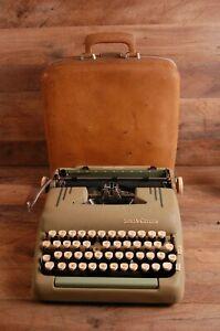 VINTAGE 1957 SMITH CORONA SILENT SUPER MANUAL TYPEWRITER