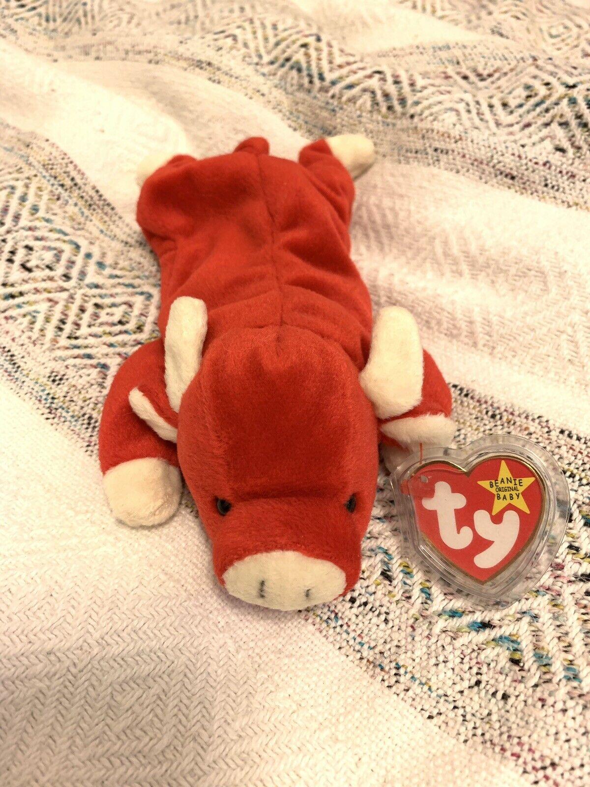 El bebé tabini, jubilado en 1995, ronca.