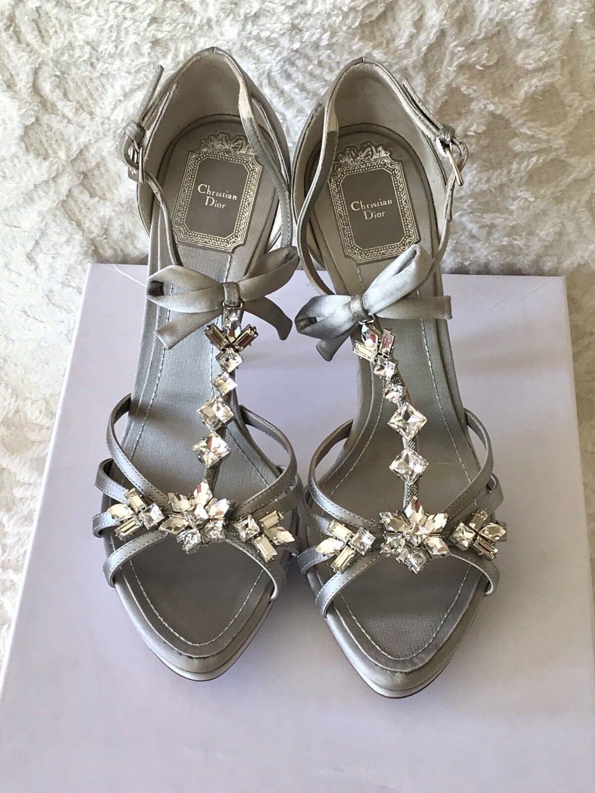 Christian  Dior Nuovo Raro Grigio Satin Cristallo Sandal 11.5 cm Sz 38.5  8.5 - 950  ultimi stili