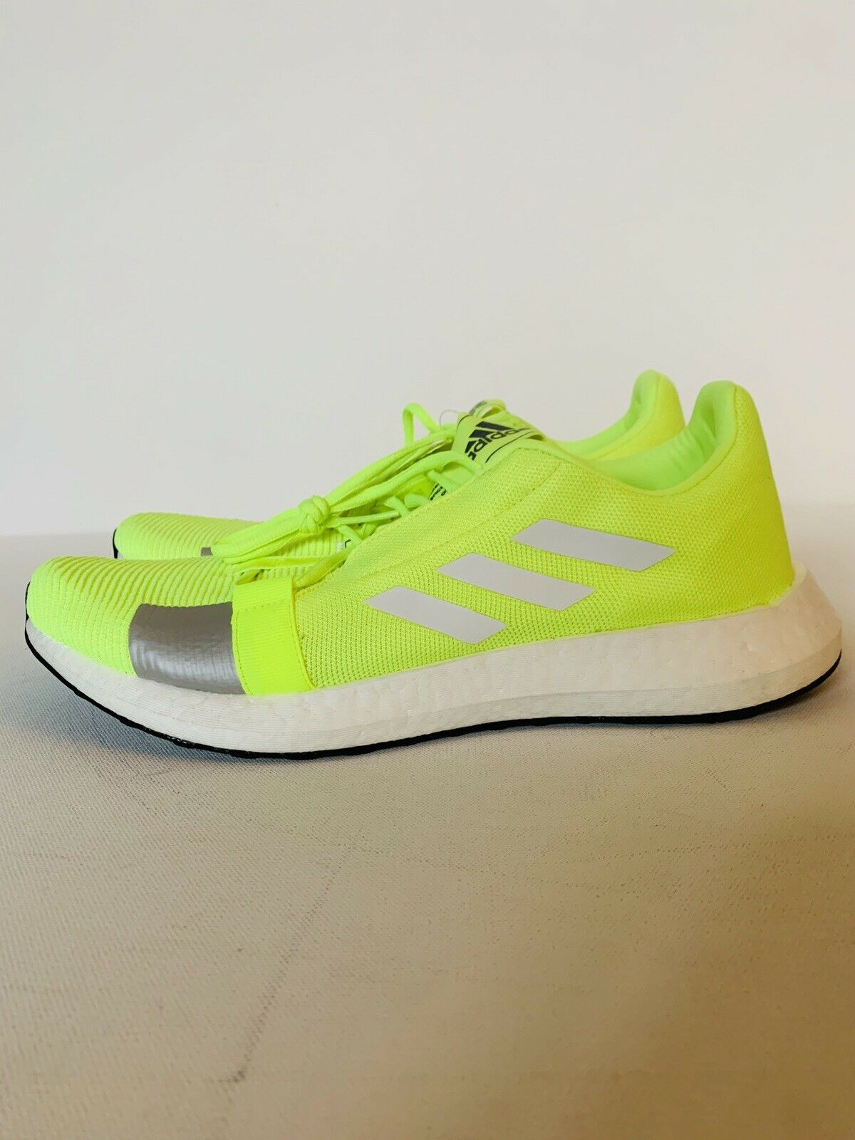 SNEAKERS Running Shoes Neon Yellow