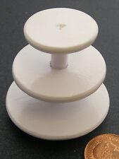 1:12 scala vuota TRE MENSOLE IN LEGNO SUPPORTO PER TORTA DOLLS HOUSE miniatura Accessorio W