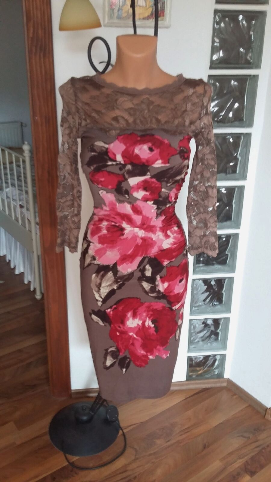Phase Eight Rosie Lee praline pink floral lace ruched bdycon dress
