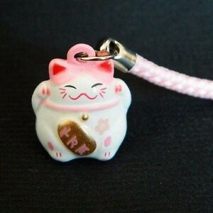 Feng Shui Colgante con gato de porcelana japonesa Amarillo /& Morado Lucky Charm tradicional Maneki Neko