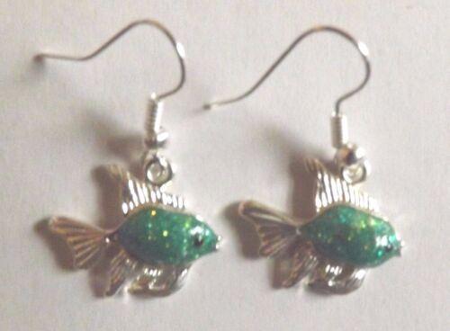 Boucles d/'oreilles argentées poisson vert