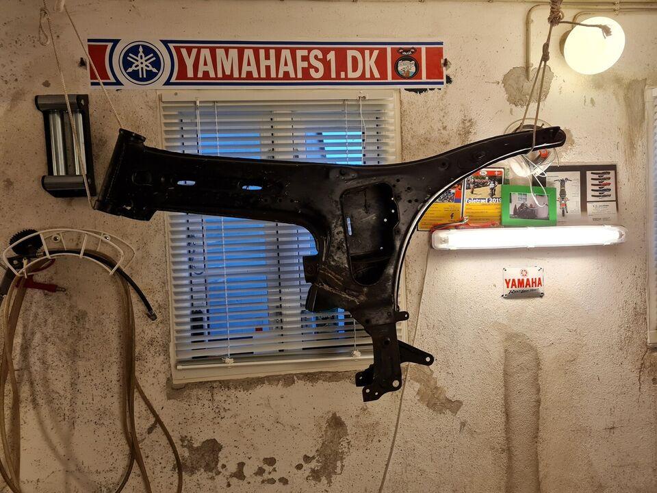 Søger et DX 76 stel og evt motor  i god stand m...
