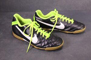 Sb740-Nike-Tiempo-Rio-Indoor-Scarpe-Calcio-Indoor-TG-43-giallo-neon-Nero