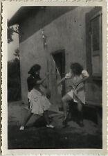 PHOTO ANCIENNE - VINTAGE SNAPSHOT - CURIOSITÉ FEMME DANSE BAGARRE GAG DRÔLE -FUN