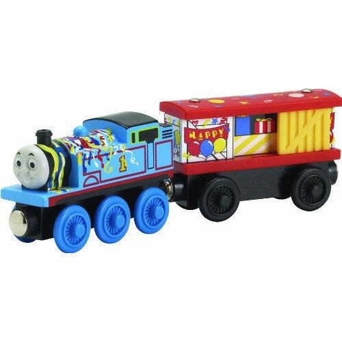 NEW IN BOX  HAPPY BIRTHDAY THOMAS & BOX CAR Wooden Railway Thomas & Friends
