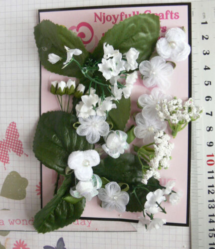 WHITE /& GREEN LEAVES 18 Flowers /& 6 Green Leave 7 Style PAPER /& FABRIC 5-23mmHH5