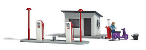 Busch-7830-A-Gas-Station-With-Motor-Scooter-H0