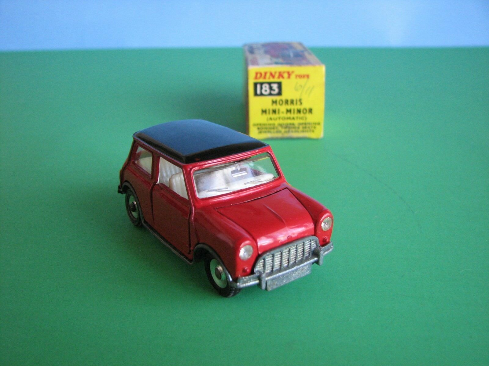 Dinky 183 - Morris Morris Morris Mini Minor  in  Box - 1 43 Scale Diecast - Made in England 2d3f62