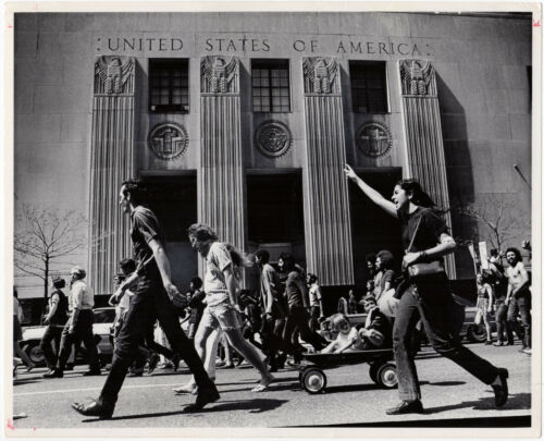1972, Tony Spina, antiVIETNAM war march, DETROIT, usa, ORIGINAL press photo!