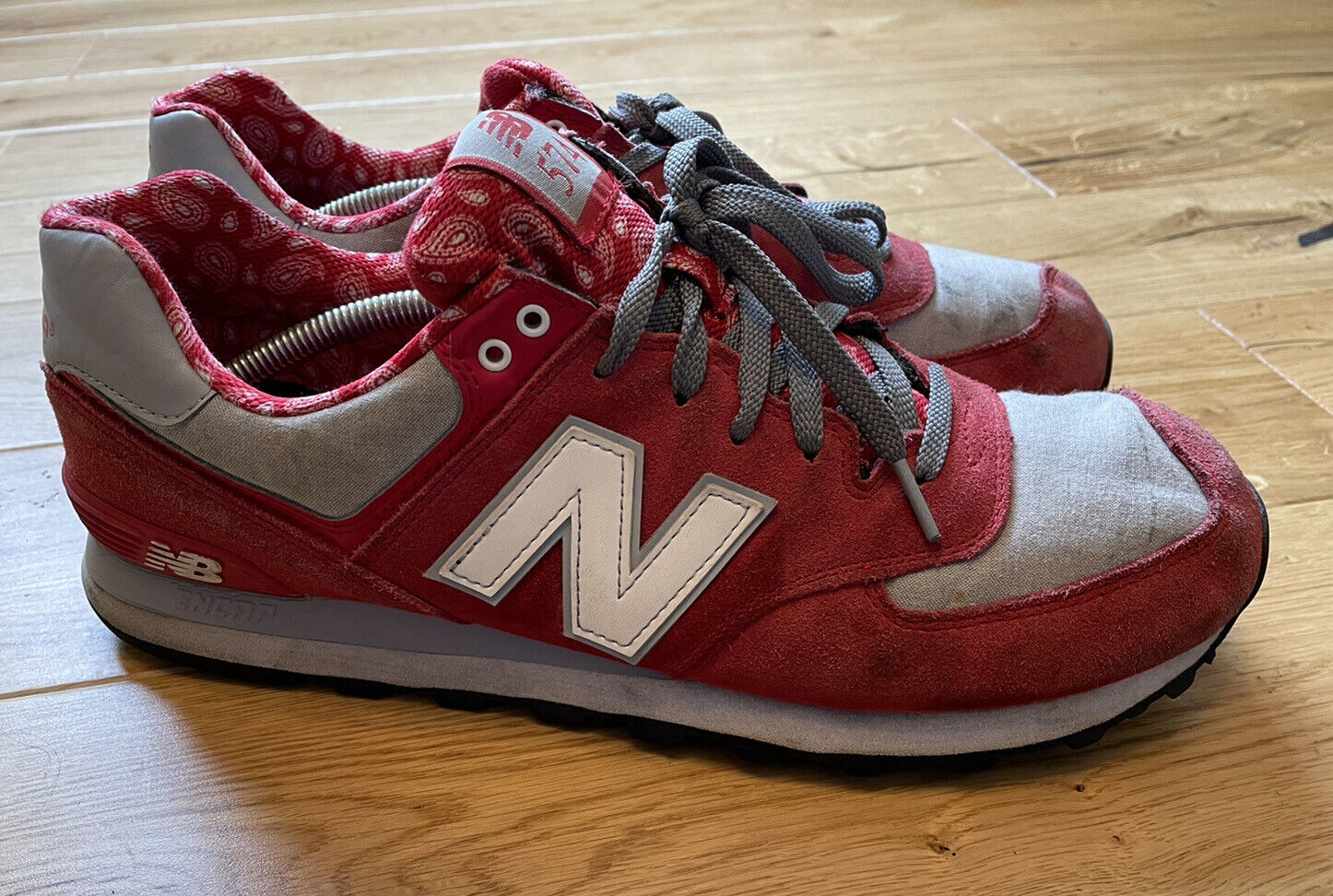 New Balance 574 Mens Size Uk 11.5 ML574LCM Red Gray Suede Paisley RARE