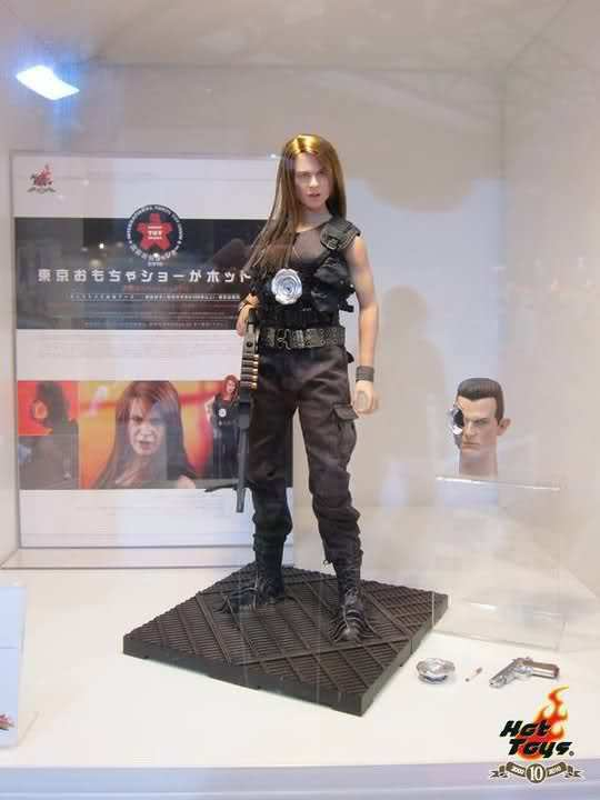 USA Hot Toys 1 6 MMS125 Terminator 2 Judgment Day T-1000 Sarah Connor disguise