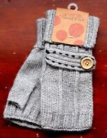 Tickled Pink Gray Hand Knitted 100% Wool Soft Ladies Gloves Mittens One Size