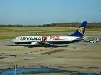 Photo Boeing 737-800 (8as) Ei-dco Of Ryanair At Stansted Airport (2) Providing Amenities For The People; Making Life Easier For The Population