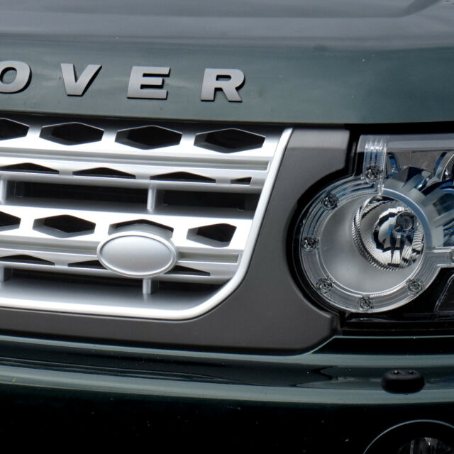 Land Rover Discovery 4 Genuine grille badge Green Silver LR4 grill larger type