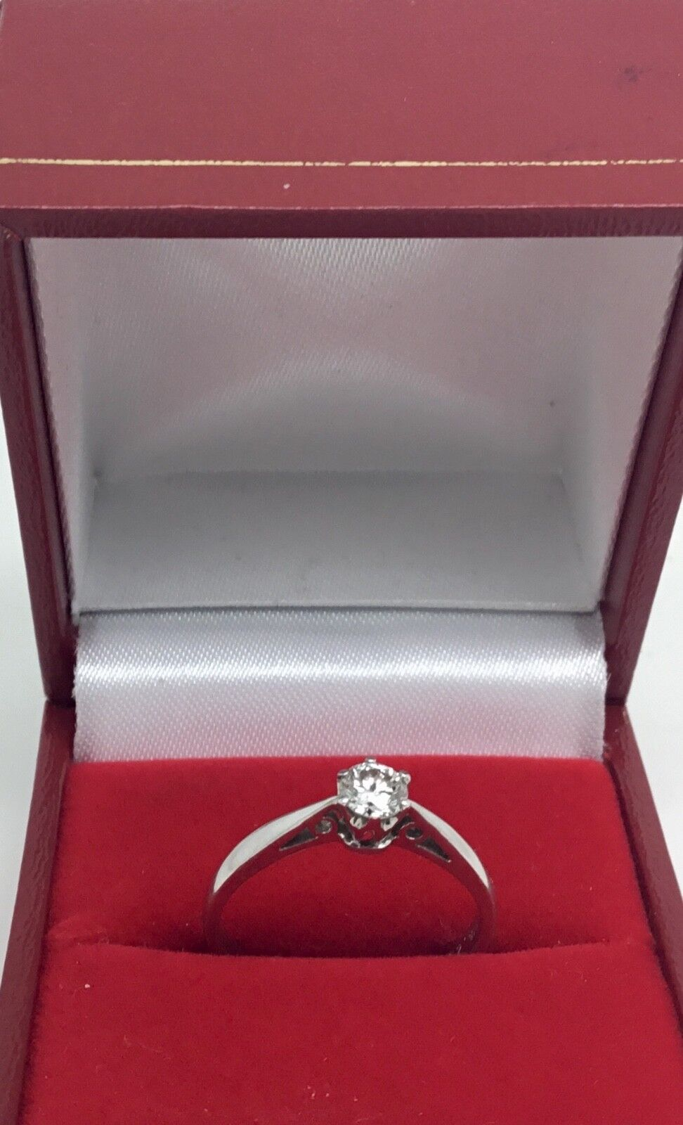 18ct White gold .25 ct Diamond Solitaire ring size L