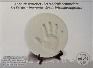 Handabdruck-Fussabdruck-Set-mit-Aufsteller-Baby-Gipsabdruck-Geschenk-Geburt-Taufe