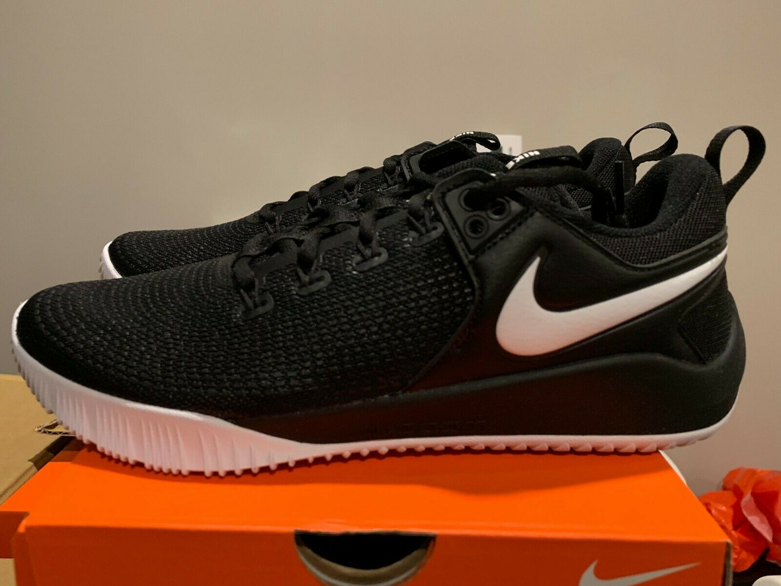 Nike Women's Zoom Hyperace 2 Volleyball   Court shoes Black-White - New In Box