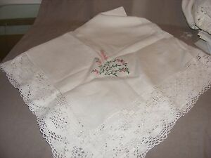 VINTAGE-IRISH-LINEN-EMBROIDERED-AND-LACE-TABLECLOTH-FLOWERS