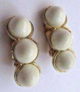 Boucles D'oreilles Clips Couleur Or Bijou Vintage Cabochon Blanc Signé Coro 2958