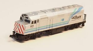 Life-Like-N-scale-CalTrain-EMD-F40PH-Palo-Alto-904-powered-locomotive-2