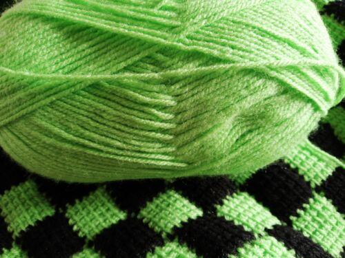 ROBIN DK CORDIAL 100g  162 100/% Premium Acrylic green wool yarn