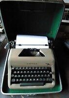 Vintage ROYAL Typewriter Portable Manual w/Case