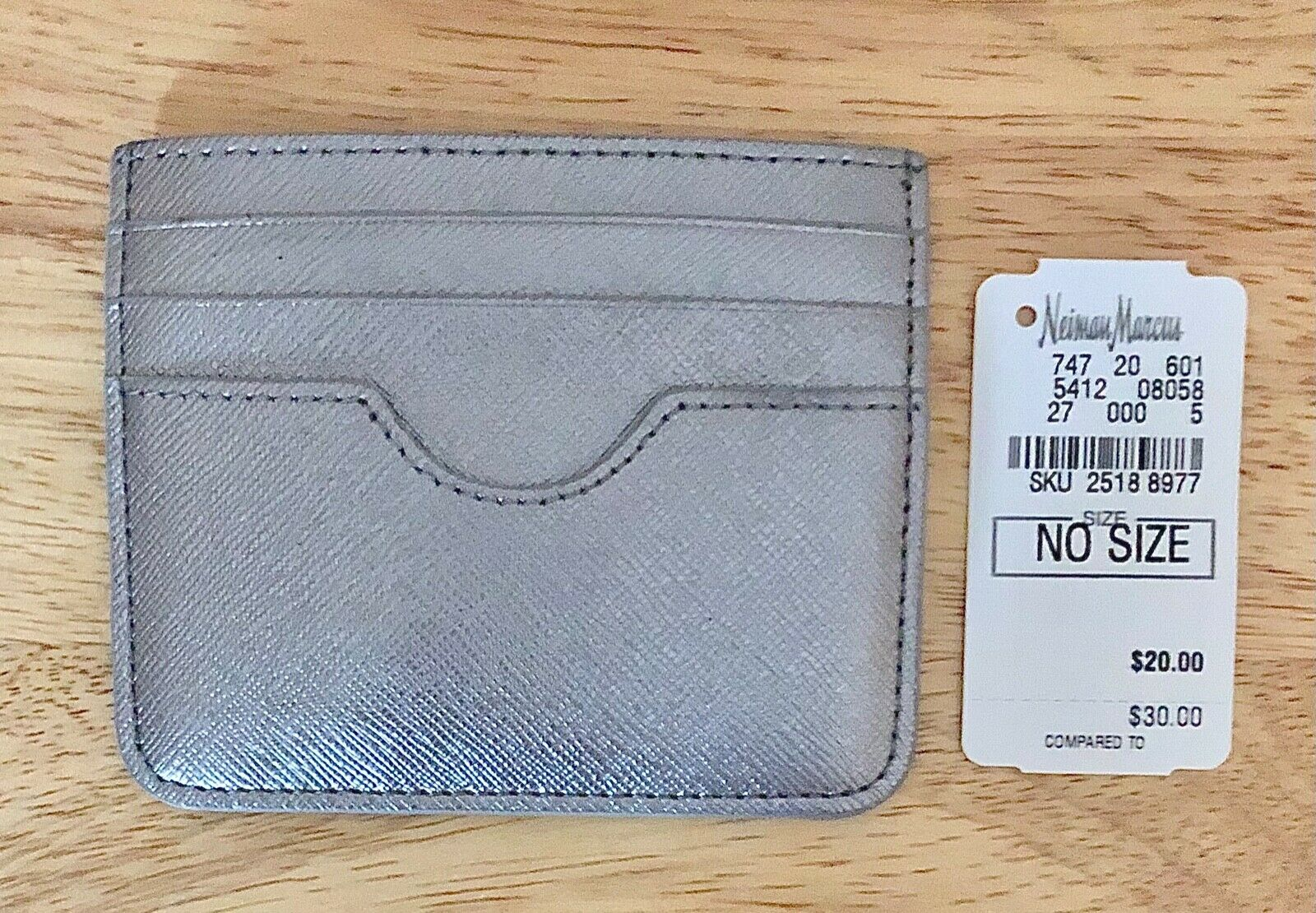 Nwt Women's Neiman Marcus Silver Leather Card Case Keeper/Holder