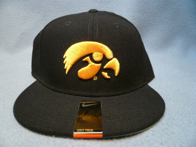 los angeles a696e 885de Nike Iowa Hawkeyes True Vapor Sz 7 1 2 Fitted BRAND NEW hat cap dri