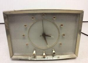 Vintage-TESTED-1957-ZENITH-Mid-Century-Clock-Radio-Model-Z524