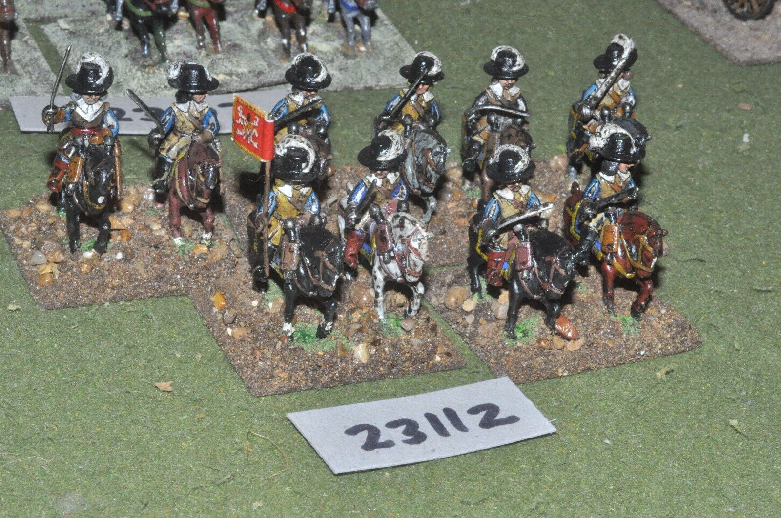 25mm ECW   royalist - heavy 10 figures - cav (23112)