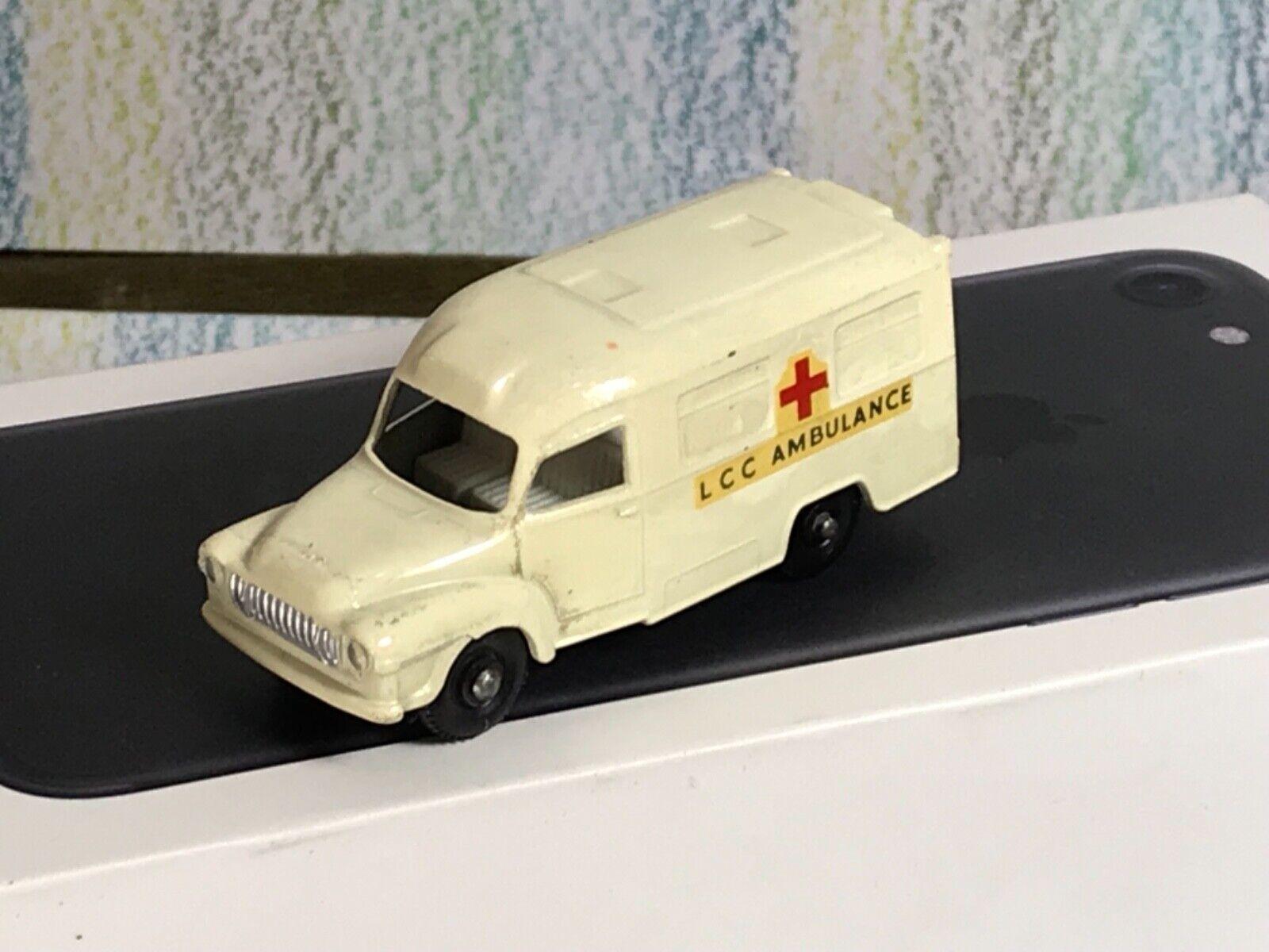 Matchbox Matchbox Matchbox Lesney   14c Bedford Lomas Ambulancia Negro Ruedas Casi Nuevo b658a0