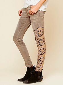 Free People Navarra Embroidered Patch Relaxed Skinny Jeans Distressed 27 Rare