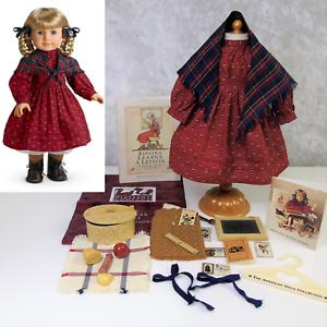 American Girl Kirsten's School Vestido Largo Chal + Bolsa De Almuerzo + pizarra Pioneer suministros