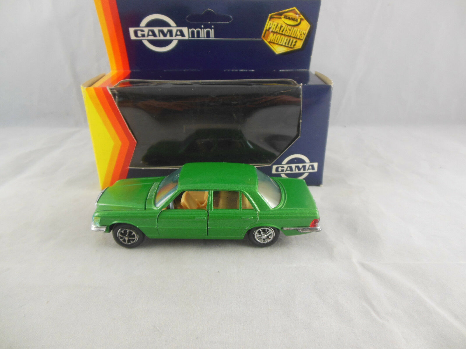 Gama Mini 1123 Mercedes Benz 450 SE Saloon in Metallic Green 1 43 Scale