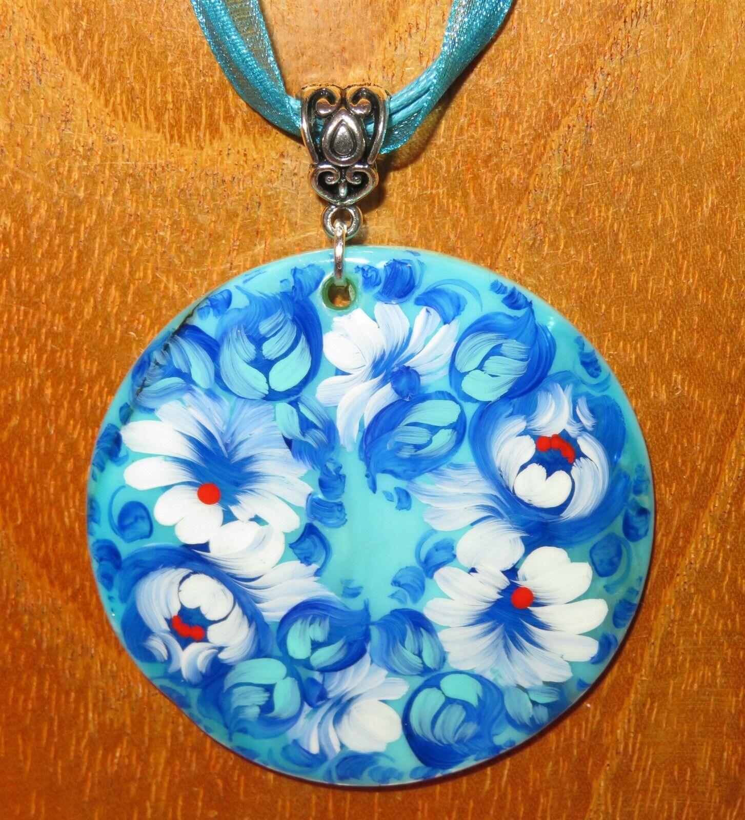 Anhänger Zhostovo Blüten blue & Weiss blueme Original Russisch Handbemalt Muschel