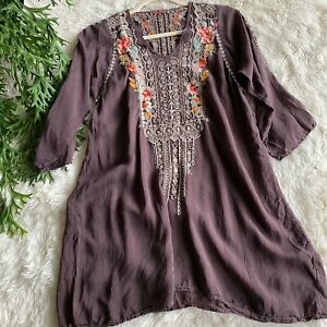 Johnny-Was-Dark-Grey-Rayon-Tunic-Embroidered-Floral-Top-Womens-Size-Small-248