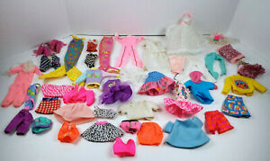 Vintage-Doll-Clothes-Collection-41-Piece-Lot-Barbie-amp-Friends-Sold-As-Found