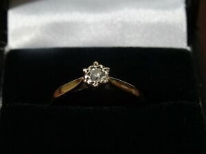 18ct Gold 10 pt Diamond solitaire ring. Sheffield Hallmarked / DIA .10 - Size N